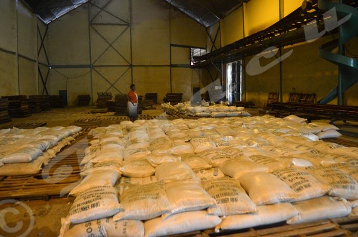 Francine Bizimana,  directrice commerciale à la   Sosumo : « Voilà  tout ce qui reste du stock. »