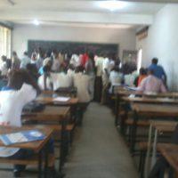 Les étudiants de la 2ème licence, département d'anglais, sortant d'un cours