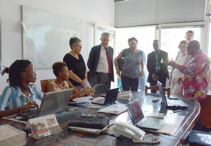 L'ambassadeur Jolke Oppewal avec sa délégation en visite au Groupe de Presse Iwacu