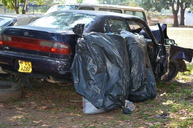 Les trois sacs de chanvre et la voiture