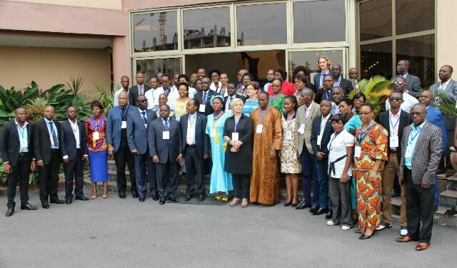 Photo de famille avec différente délégations