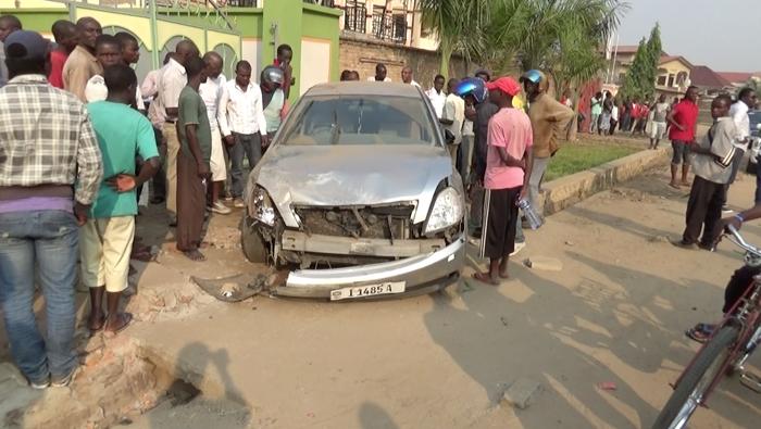 La voiture dans laquelle se trouvait  Bobo lors de l'accident