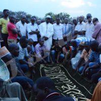 La prière mortuaire dirigée par le représentant de la Comibu Sadiki Kajandi