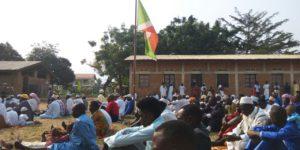 Les musulmans de Kibenga réunis dans la cour du Lycée communal