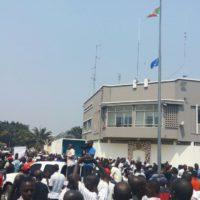 Des manifestations devant l'ambassade de France après le vote de la résolution 2303