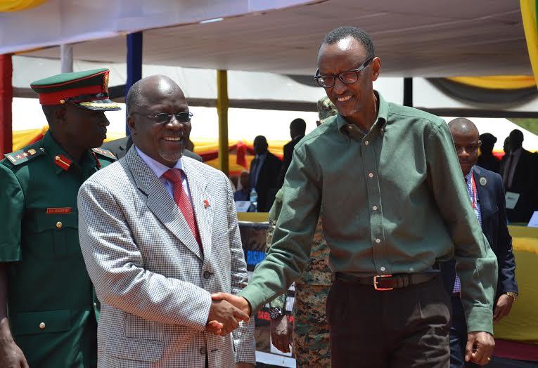 Le chef d'Etat tanzanien avec son homologue rwandais à Rusumo