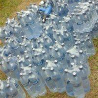 Les bouteilles piratées de l'eau minérale Kinju saisies par la police