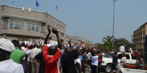 Manifestations devant l'ambassade de France après le vote de la résolution 2303