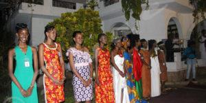 Dix des douze filles  finalistes de Miss Burundi