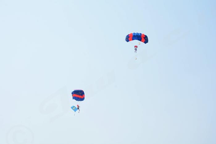 Le premier parachutiste a fait des prouesses.