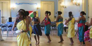 Des étudiantes burundaises venues de Lille: «Même si nous sommes loin de notre patrie, nous gardons et défendons notre culture.»
