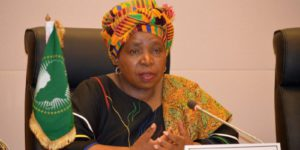 La Sud-Africaine Nkosazana Dlamini-Zuma reste aux commandes jusqu'en janvier 2017