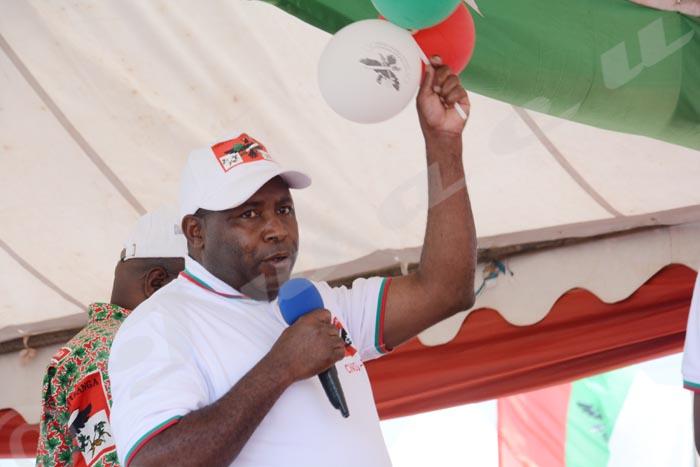 Le général Evariste Ndayishimiye s'adresse aux congressistes.