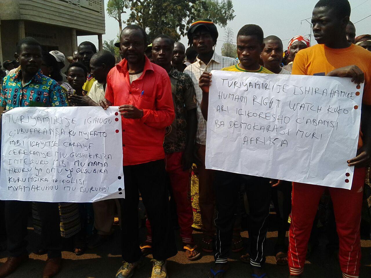 Une manifestation a été organisée par le pouvoir, le lendemain de l'adoption de cette résolution.