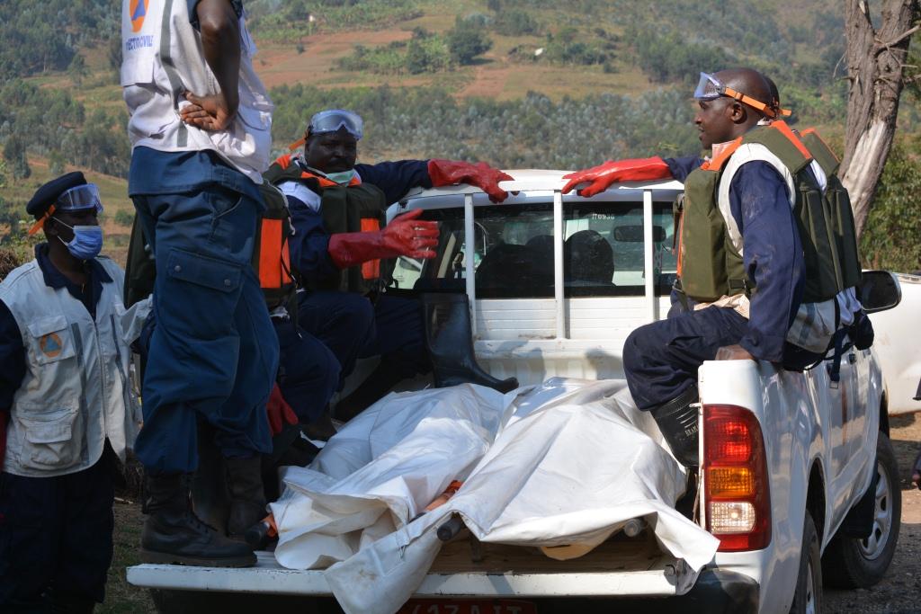 Les deux corps amenés à la morgue de l'hôpital de Muramvya par la protection civile