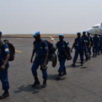 Les policiers burundais à leur descente d'avion