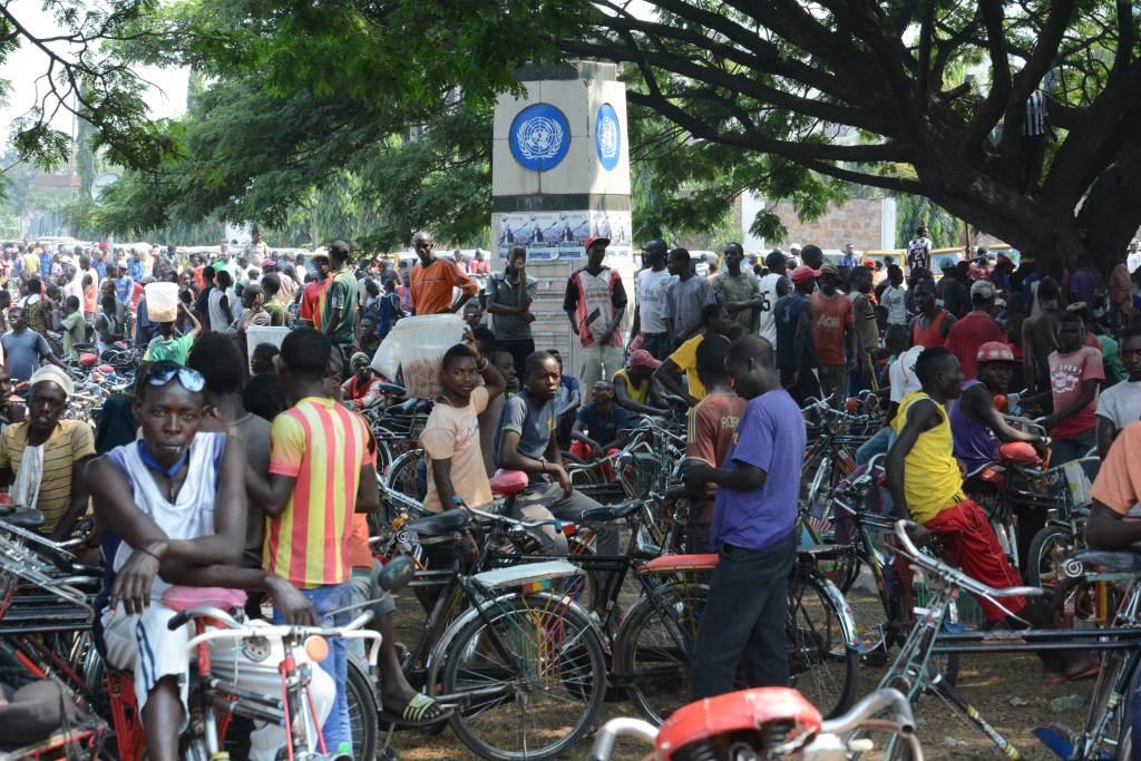 Des manifestants rassemblés à la Place de l'ONU