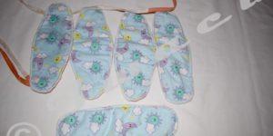 Des serviettes hygiéniques en forme de sous-vêtements ont été distribuées à des jeunes filles de Gatumba.