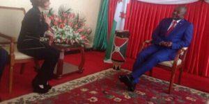 La nouvelle ambassadrice des Etats-Unis s'est exprimée en kirundi en présentant sa lettre de créance.