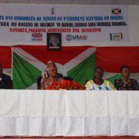 De gauche à droite, le gouverneur de la province Kayanza, la première dame, la ministre de la santé et la représentante de FNUAP, ont rehaussé les cérémonies.