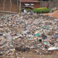 L'une des montagnes d'immondices dans la ville de Gitega.