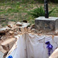 Une des tombes de militaires décédés profanées