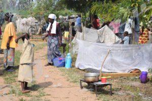 C'est dans cet endroit, en face du bureau de la zone Buringa, que ces expulsés venaient de passer cinq jours.