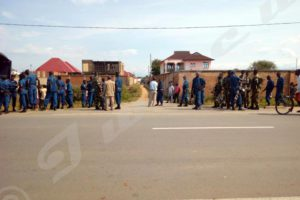 Tentative d'assassinat contre Willy Nyamitwe : les deux camps sont déchaînés