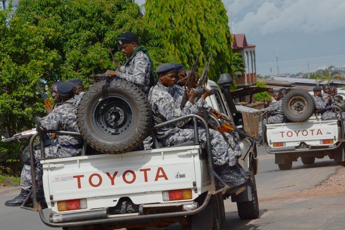 « Ces hommes ont des pouvoirs de commandement sur la police et les services de renseignement »