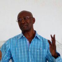 L'abbé Adrien Ntabona en train d'introduire son projet.