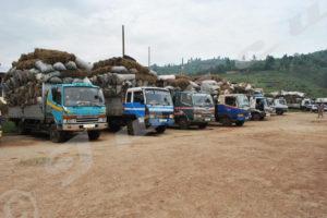 Des camions, avec mauvais chargement, confisqués dans la commune de Nyabiraba. Photo prise en 2013