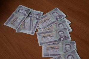 Quelques nouveaux billets de 100 Fbu.