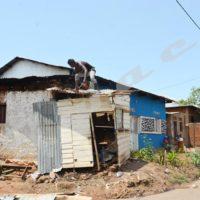 Destruction des kiosques en bois et le clôtures en roseaux le jeudi 9 février à Bwiza.