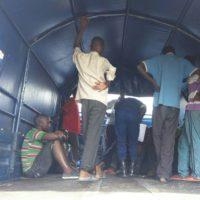 Les 124 ressortissants burundais remis aux autorités burundais ont été embarqués à bord des camions de la Police
