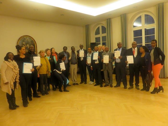 A la fin de la journée, des participants sont surpris de rentrer avec des certificats