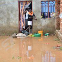 Vendredi, 17 mars 2017 - Pluies diluviennes de la nuit du 16 mars. A Buterere, des eaux de pluies ont envahi les maisons.