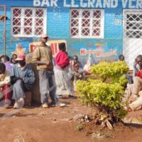 Une des places où les chômeurs attendent un éventuel travail chaque matin dans la ville de Gitega
