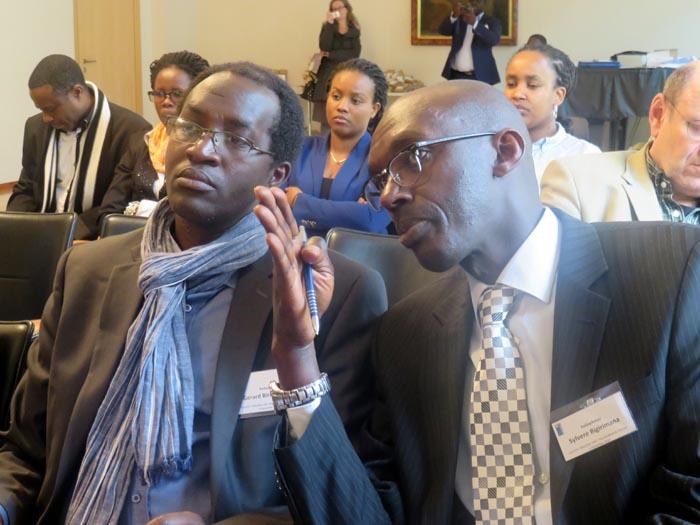 Gérard Birantamije, celui de gauche : « Au camp de Mahama, j'ai vu des gens traumatisés, dans une situation d'extrême dénuement, laissés à eux-mêmes, sans aucune structure d'écoute institutionnalisée et de prise en charge psychologique. »