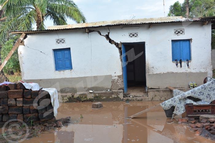 Les habitants de Kinyankonge, dont les maisons ont été détruites, ne savent pas où ils vont passer la nuit.