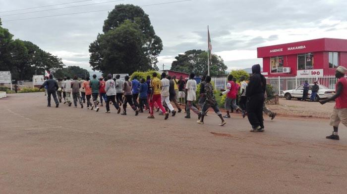 Des Imbonerakure en train de faire du sport au chef-lieu de la province Makamba.