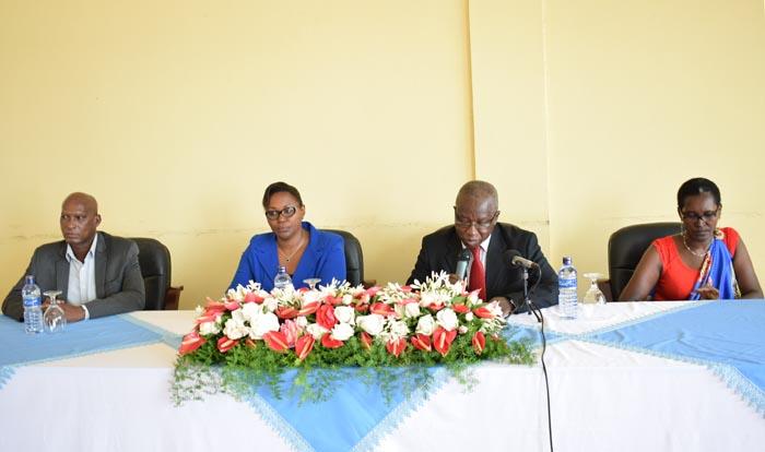 Cérémonies d'ouverture de la journée internationale de la femme, éditions 2017, aux projets et programmes appuyés par le FIDA (De gauche à droite : Monsieur Isidore TOYI, chargé de programme pays FIDA au Burundi, Madame Aline RIVUZIMANA, déléguée ONUFEMME, Damase NTIRANYIBAGIRA, Coordonnateur PNSADR-IM, Madame Béatrice NTAHE, Responsable genre aux projets et programmes appuyés par le FIDA,)