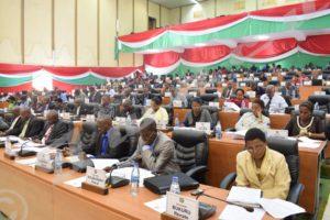 Les députés en plénière à l'hémicycle de Kigobe