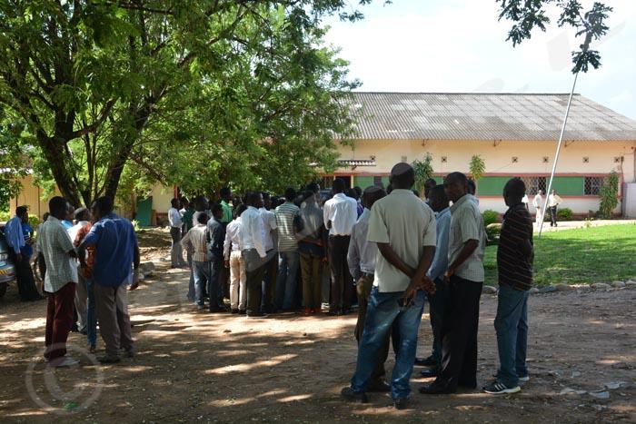 Attroupement d'étudiants en grève au campus Mutanga de l'Université du Burundi