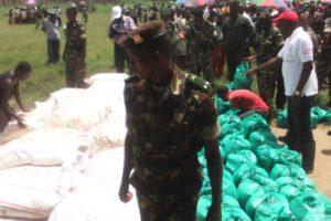 Distribution de vivres au  village de paix de Kagwema II