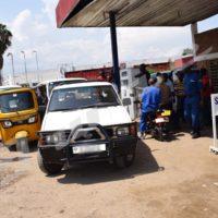 Une longue file d'attente devant une station-service, une scène devenue presque banale à Bujumbura
