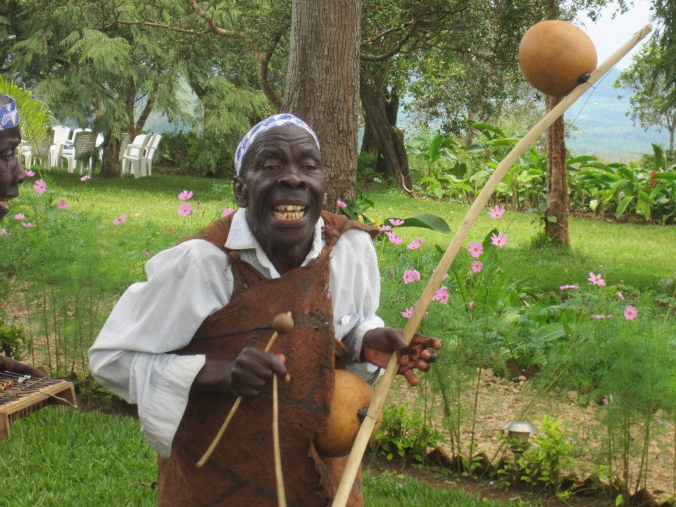 Mathias Mijuriro, joueur d'arc musical, ''Umuduri'', enlevé ce dimanche avec un prêtre