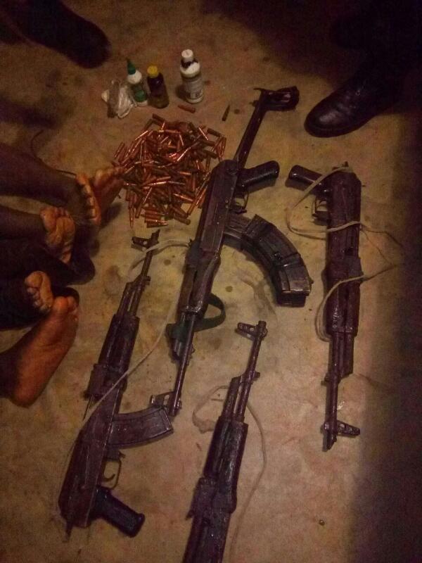 Les armes saisies, jeudi 30 mars, dans la zone Kazirabageni.