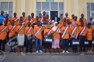 Les membres du deuxième Foneb posant sur les marches du Palais de Kigobe
