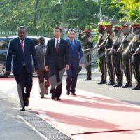 Arrivée de Li Yuanchao à la présidence de la République du Burundi, en compagnie de l'ambassadeur de Chine au Burundi dans en fin d'après-midi du jeudi 11 mai