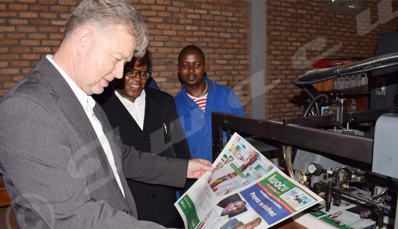 Mardi, 17 avril 2018: l'Ambassadeur de l'Allemagne en visite à l'imprimerie du journal Iwacu